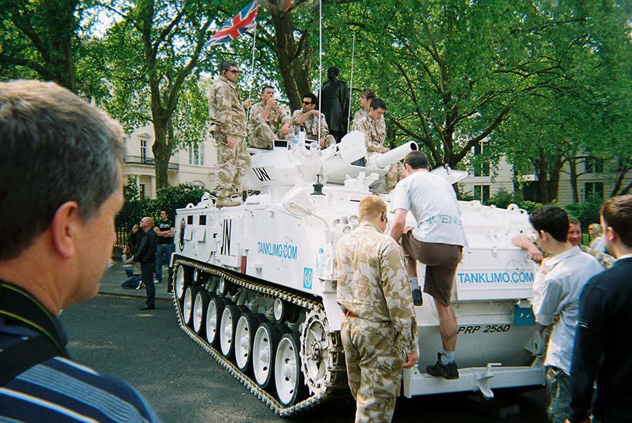 tank limousine