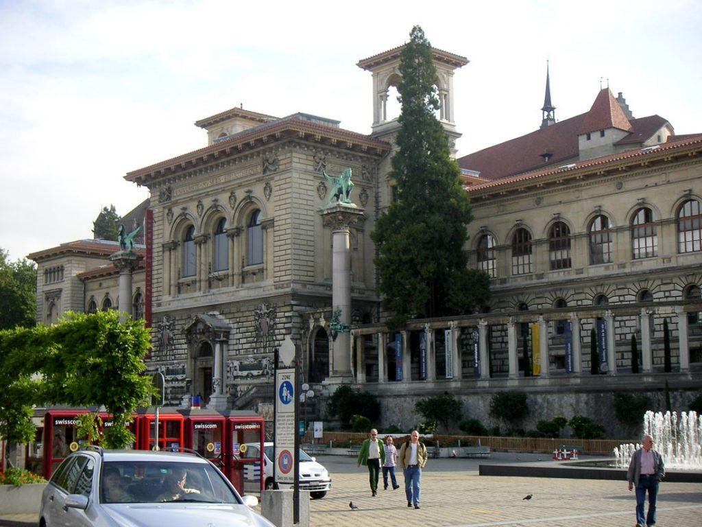 former university lausanne