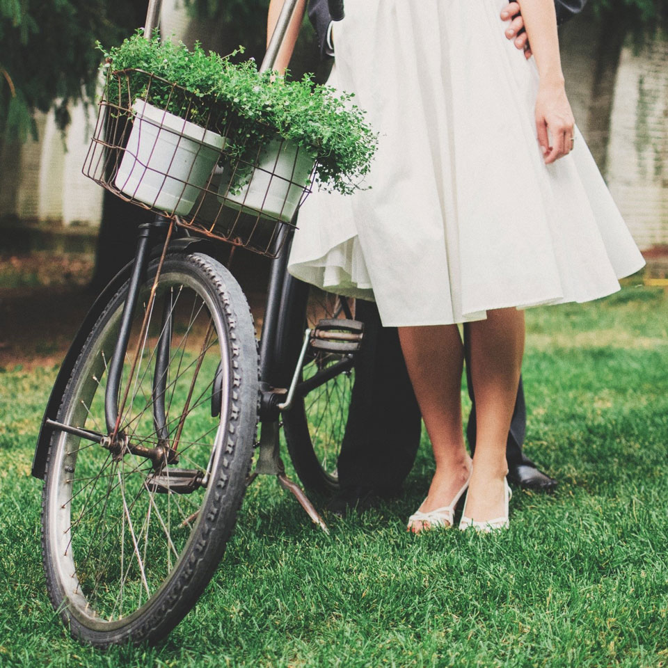 wedding on a bike - wedding tandem bike