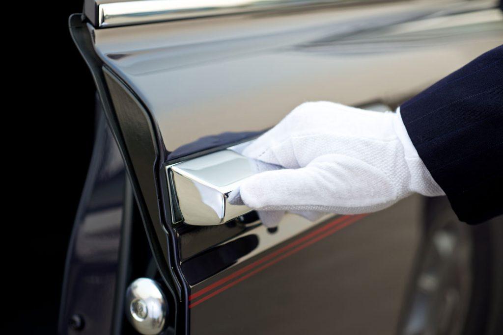 personal chauffeur - limo chauffeur - stretch limousine chauffeur